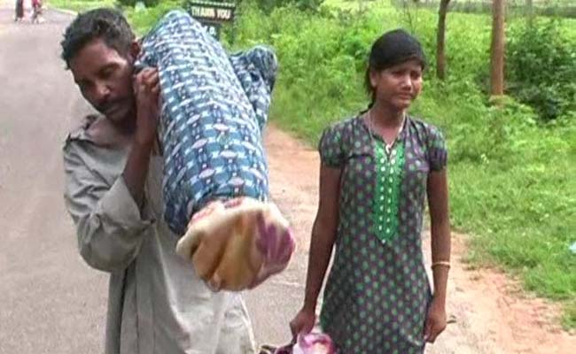 odisha-man-with-carrying-wife-body_650x400_41472118289