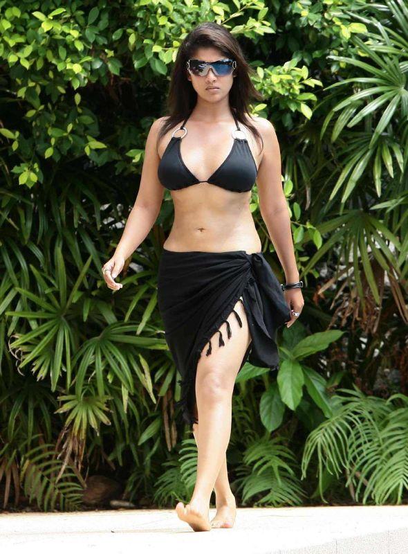 Nayanthara-to-sport-bikini-image